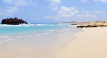Barco hundido en playa de Boavista