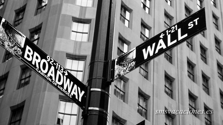 Manhattan street sign