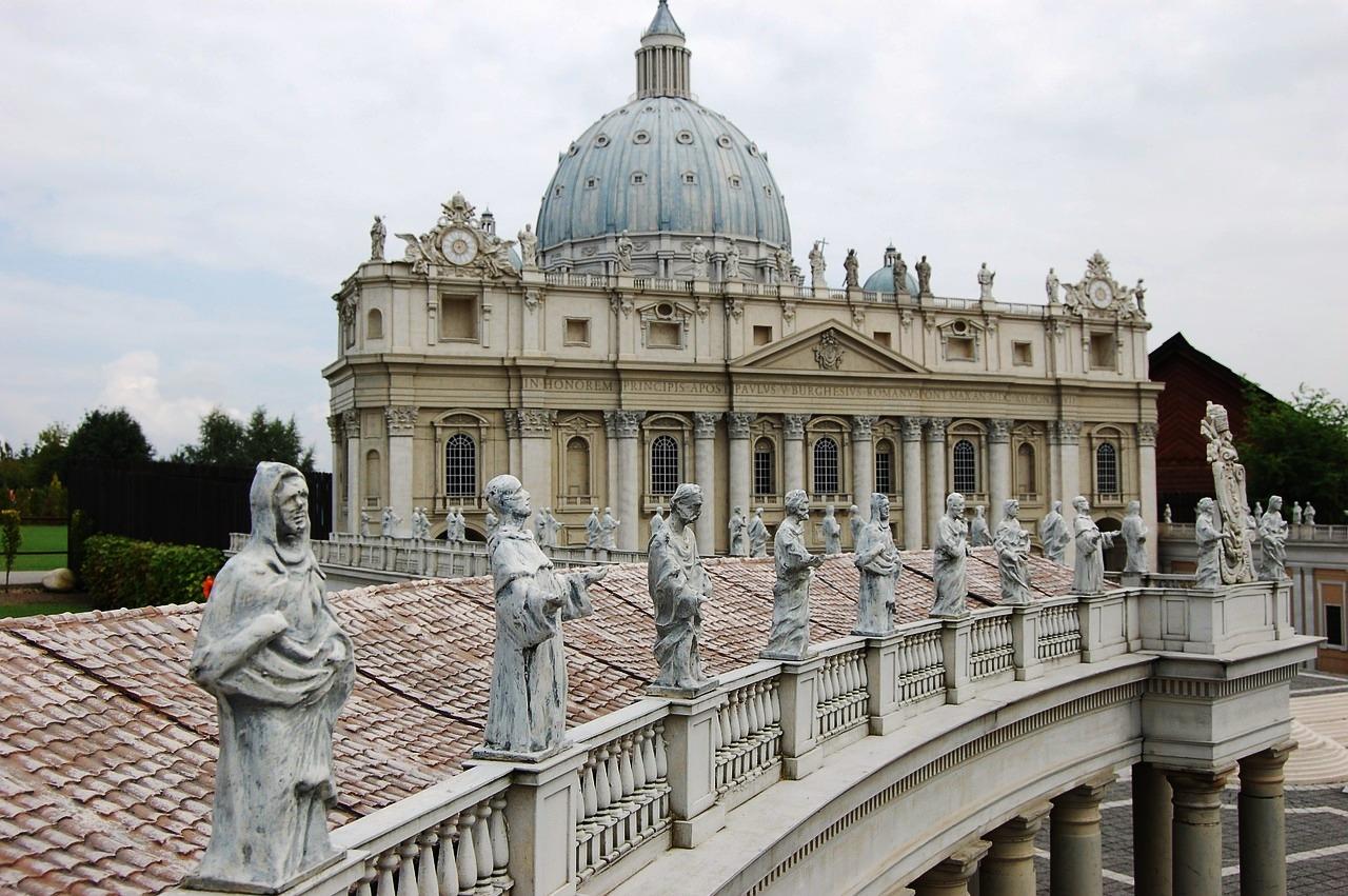 Estatuas plaza San Pedro del Vaticano