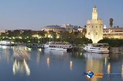 Rio Guadalquivir y Torre del Oro Sevilla
