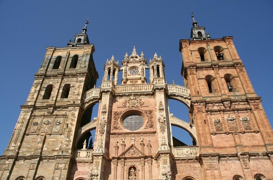 Puente Semana Santa, León, las Médulas y el Bierzo en autobús (II)