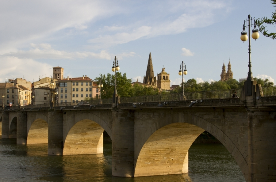 Puente de Mayo, La Rioja, Ruta de los Monasterios, en autobús (II)
